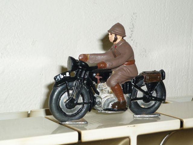 les motos des motocyclistes ..  24.372