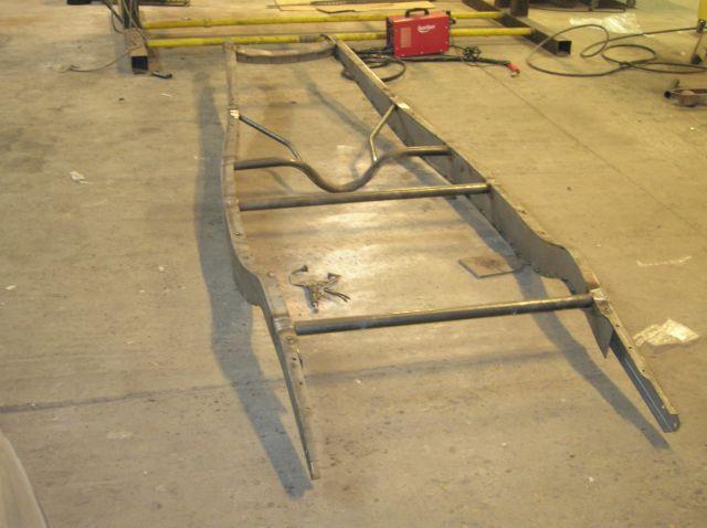 assemblage et fabrication d un châssis de Ford 32 roadster  15.10
