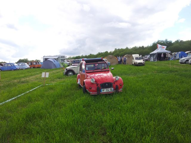 20ème Rencontre Nationale des 2cv Clubs de France à Lavaré (72) 9-12 mai 2013 10.18